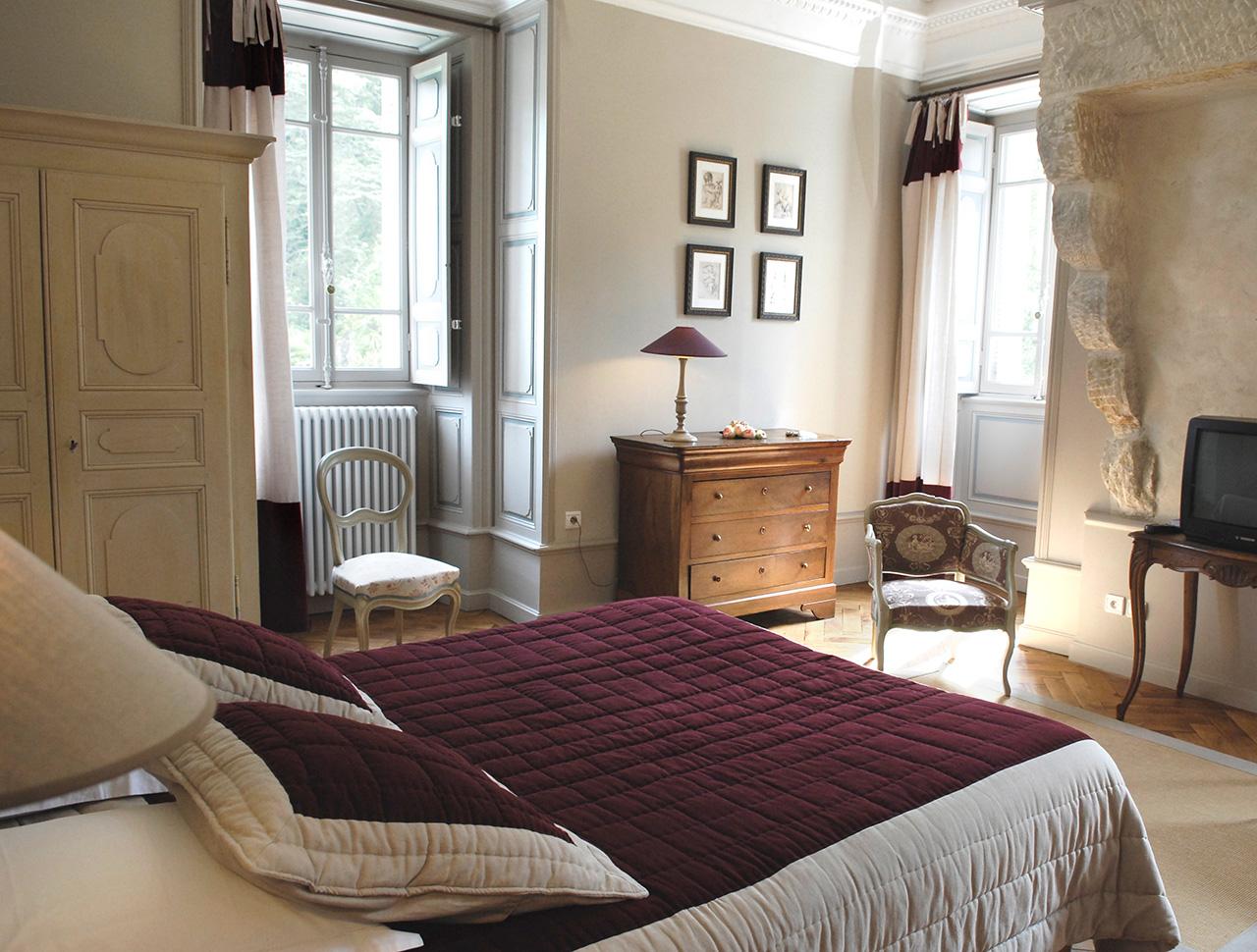 Chambre d 39 h tes chateau cl ment la chambre clovis 25 m2 for Chambre d hotes luxe