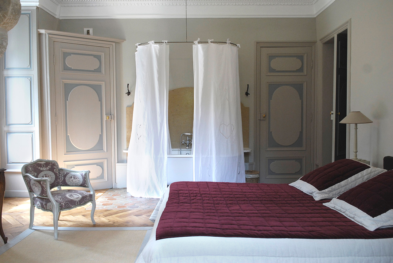 Chambre d 39 h tes chateau cl ment la chambre clovis 25 m2 for Week end chambre d hote de charme
