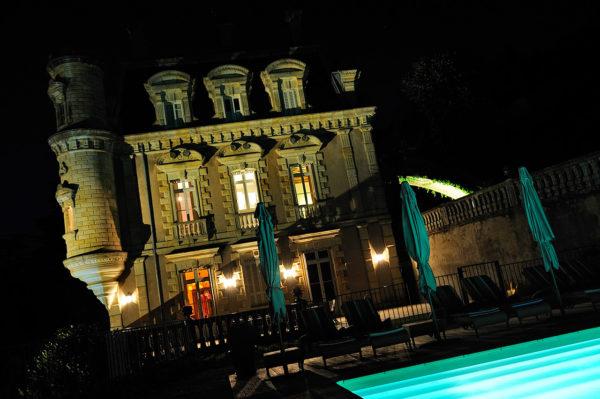 chateau-nuit-piscine