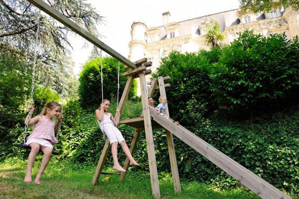 parc-jeux-enfants-balancoire