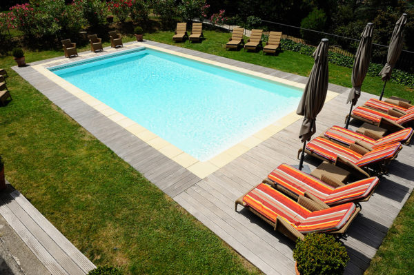 piscine-exterieure-hotel-ardeche