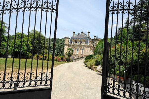 portail-chateau-clement-vals-ardeche